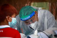 Số ca nhiễm tiếp tục tăng, Thái Lan khuyên dân ''Nếu dương tính, đừng hoảng loạn!''