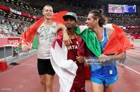 Lãng tử Italy vô địch nhảy cao Olympic Tokyo cùng linh vật đặc biệt - biểu tượng của sự vươn lên từ tro tàn