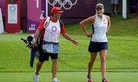 """""""Người đẹp hoang dã"""" Lexi Thompson khởi đầu tệ hại ở môn golf Olympic"""