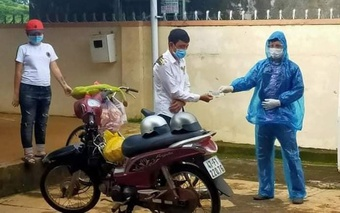 Hai người đi bộ về Kon Tum, dọc đường được tặng xe đạp, xe máy