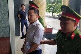 Truy tố cựu Phó Tổng cục trưởng Tổng cục tình báo vì nhận hối lộ
