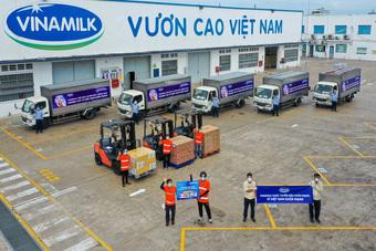 Vinamilk trợ giá mùa dịch bằng cách hỗ trợ quà tặng gần 170 tỉ đồng
