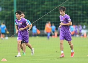 HLV Park Hang Seo vắng mặt, Văn Hậu phải tập riêng ở đội tuyển Việt Nam