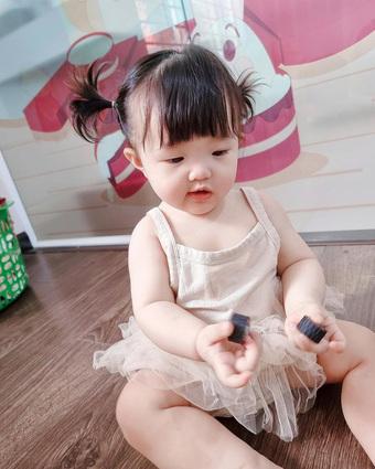 Con gái cưng của Đông Nhi - Ông Cao Thắng làm gì vào sáng sớm mà đáng yêu thế này?