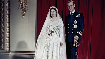 Điều ít biết về chiếc bánh cưới của Nữ hoàng Anh, ẩn chứa bí quyết đặc biệt sau 68 năm vẫn ăn được như thường