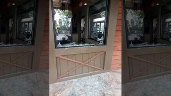 Nhà hàng của người gốc Việt ở California bị đập phá