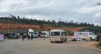 Chở 2 người trốn trong thùng xe tải từ vùng dịch Covid-19 vào Đà Lạt
