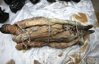 Chất lỏng màu nâu bí ẩn bao quanh xác ướp Trung Quốc 700 năm