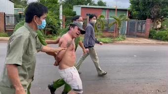 Bình Phước: Tạm giam kẻ đấm, chửi bới thành viên chốt kiểm soát Covid-19