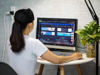 EVNSPC hướng dẫn khách hàng tiết kiệm điện khi làm việc tại nhà