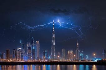Máy bay không người lái tạo mưa ở Dubai như thế nào?