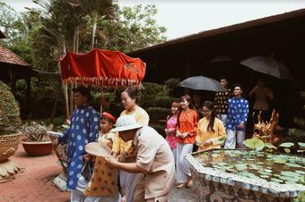 Người dân TP.HCM hào hứng đến công viên săn tour giá rẻ