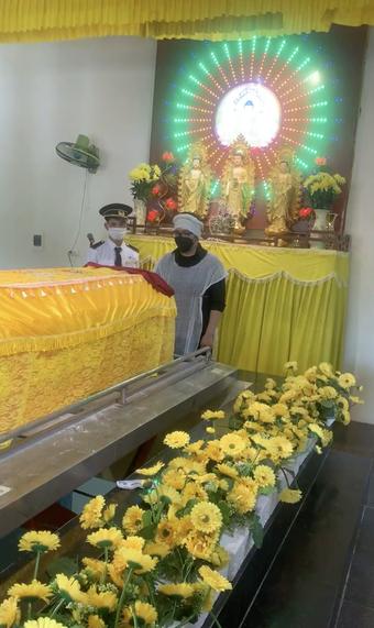 Không gian hiu quạnh trong tang lễ của NS Giang Còi giữa mùa dịch