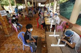 Campuchia xem xét điều chỉnh quy định cách ly và mở cửa trường học