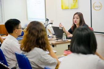Nguyễn Phương Thùy và hành trình bén duyên với tín ngưỡng Hầu đồng