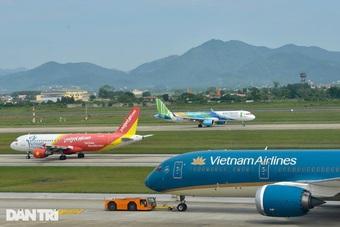 """Áp sàn giá vé máy bay """"đánh"""" thẳng vào 70% khách du lịch?"""