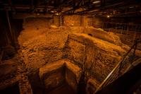 Khám phá công trình cổ bí mật dưới đài phun nước nổi tiếng ở Rome (Italy)