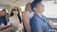 """Chuyện tình của triệu phú đô la Vương Phạm và vợ, """"chốt đơn"""" nhanh gọn lẹ bằng 1 câu: Cưới tui đi, tui tặng bà chiếc xe!"""