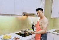 Việt Anh cởi trần vào bếp, lộ chuyện sống với Quỳnh Nga?