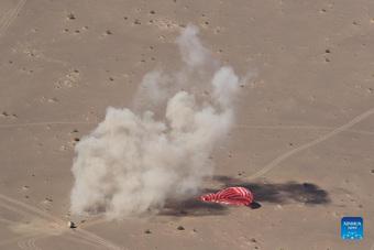 3 phi hành gia Trung Quốc trở về Trái đất sau 3 tháng ''trên trời''