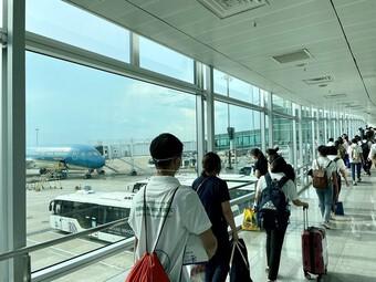 Vietnam Airlines hợp tác Traveloka vận chuyển 60 y bác sĩ hoàn thành nhiệm vụ