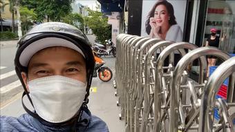 Tiết Cương hết đồ ăn, Việt Hương gọi qua cho đồ nhưng chắp tay lạy