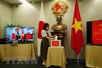Tổng Lãnh sự quán Việt Nam tại Fukuoka quyên góp cho Quỹ Vaccine