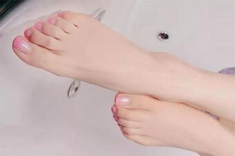 Bạn có thể nhận biết người phụ nữ sống lâu bằng cách nhìn vào đôi chân? Có 4 đặc điểm cần chú ý