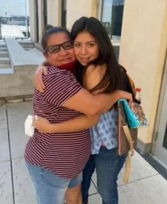 Cô gái Mỹ đoàn tụ mẹ ruột sau 14 năm bị bắt cóc