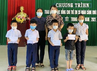 Thừa Thiên Huế: Nhiều phần quà, suất học bổng dành cho trẻ con y, bác sĩ tham gia phòng chống COVID-19