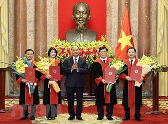 Chủ tịch nước trao quyết định bổ nhiệm thẩm phán TAND tối cao