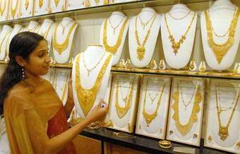 Giá vàng trên thị trường thế giới giảm gần 3% trong phiên 16/9