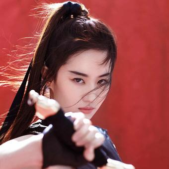 """Trong nháy mắt, Lưu Diệc Phi không còn là """"Thần tiên tỷ tỷ"""" khi mất đi tóc mái dài"""