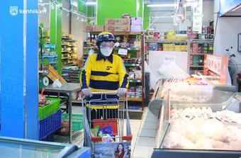 """Ảnh: Một quận ở Hà Nội thí điểm """"đi chợ hộ cho người dân"""" bằng xe công nghệ qua ứng dụng giao hàng"""
