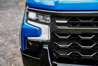 Chevrolet Silverado ZR2 ra mắt, cạnh tranh phân khúc bán tải cỡ lớn