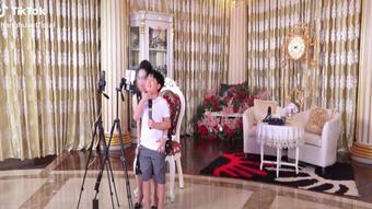 """Khi được hỏi: """"Có thích làm ông chủ Đại Nam không?"""", tỷ phú nhỏ tuổi nhất Việt Nam đáp trả khiến nghìn người cảm phục!"""