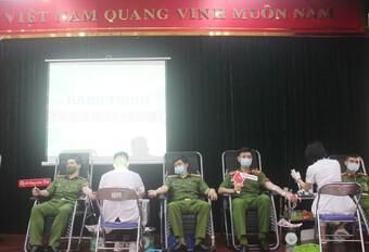 Sẻ chia giọt máu, tạo nên sức mạnh giúp cộng đồng vượt qua đại dịch