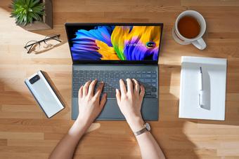 """Tại sao nên chọn một chiếc laptop màn hình OLED để """"work from home""""?"""
