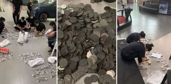 Người đàn ông Trung Quốc mang 10 bao tiền xu mua ôtô cho con trai