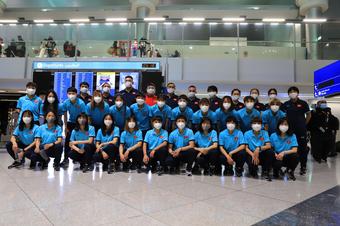 Tuyển nữ Việt Nam hào hứng khi đặt chân đến Dubai
