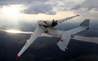 """Chiêm ngưỡng sự hùng vĩ của """"pháo đài bay"""" lớn nhất thế giới khi cất cánh"""