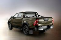 Bán quá chạy, Toyota Hilux bị các đại lý đánh tráo linh kiện giả kiếm lời