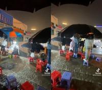 Sinh viên xin thầy giảng lại vì trời mưa to không nghe rõ, giảng viên có lời nói gây tranh cãi dữ dội
