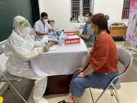 CDC Hà Nội: Ổ dịch phường Việt Hưng rất phức tạp, các F0 đi chợ, đi tiêm vaccine, tiếp xúc nhiều người