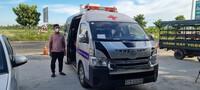 Bị giữ bằng lái, gã trai vẫn lấy xe cứu thương dỏm chở người về từ vùng có dịch