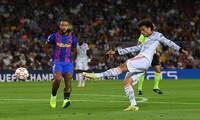 HLV Koeman bỏ túi 'núi tiền' nếu bị Barcelona sa thải