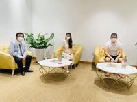 """Công Vinh - Thủy Tiên nắm tay nhau đến ngân hàng sao kê tiền từ thiện, công khai rõ ràng chuyện """"ăn chặn"""" 320 tỷ đồng"""