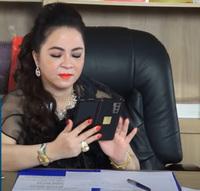 Nữ CEO Đại Nam để lộ điện thoại qua những bức ảnh mới nhất, giá siêu đắt đỏ nhưng có một điểm lại thua xa nhiều smartphone khác!