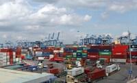 Xem xét tiếp tục lùi thời hạn thu phí hạ tầng cảng biển tại TP.HCM