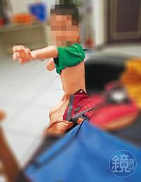 """Con trai 3 tuổi qua đời vì xuất huyết nội tạng, bố mẹ hối hận tột cùng vì lỡ tin tưởng """"ác quỷ"""""""